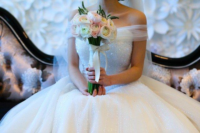 婚庆广告适合在哪个平台投放?婚纱摄影广告可以找代理商投放吗?