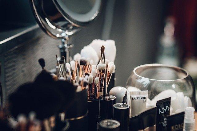想在头条投化妆品广告可以找代理商吗?怎么确定靠不靠谱?