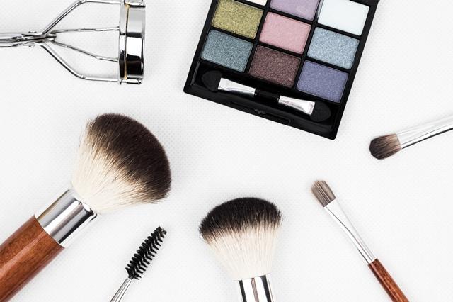 怎么在今日头条投化妆品广告?发一个广告多少钱?